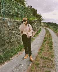 Doina M. - Drdenim Highwaist Straight Leg, H&M Oversized Jumper, Teddy Fresh Cap - IG @then3rdmom