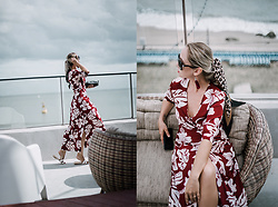 Olga Choi - Metisu Floral Dress - 3 reasons you should wear maxi dresses in fall