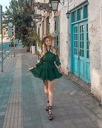 Katarzyna Konderak - Na Kd Dress - Bottled green dress