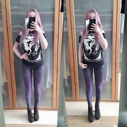 Joan Wolfie - Restyle Top, Restyle Leggings, H&M Boots - Black & Purple