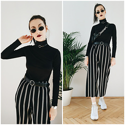 Klaudia - Forever 21 Slinky Turtleneck - Black + white
