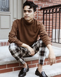 Alejandro Cantoral - Uniqlo Turtle Neck, & Other Stories Leather Loafers, H&M Pants - Lost On You