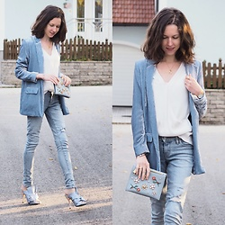 Claire H - Mango Velvet Blazer, Lyvem White Blouse Lea, Twinset Clutch, Levi's® 711 Skinny Light Wash Distressed Jeans, N°21 Striped Mules With A Bow - Sunday Blue(s)