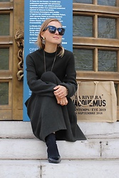 Anna Borisovna - Céline Sunglasses, Zara Dress, Mango Shoes, Jacquemus Bag - The Green Dress
