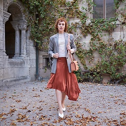 Liuba Kvitka - & Other Stories Blazer, Monki Shoes, H&M Skirt, Kiomi Bag, Free People Blouse - A drop of victorian style in the autumn cocktail ...🍸