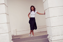 Shanaz AL - Dog Print Crop Top, Black Cotton Pencil Skirt, Grey Sneakers - In The Flow