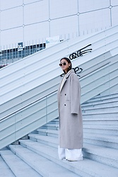 Téva Sartori - Jimmy Fairly Sunglasses, Karma Koma Coat - Quatorze octobre