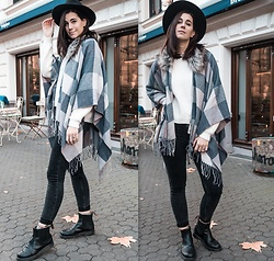 Nina Wirths - H&M Hat, H&M Jumper, Jeans Fritz Poncho, Weekday Jeans, Dr. Martens Boots - Autumn vibes