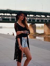 Ashi Monster - ? Vintage Hat, River Island Black Top, Levi's® Light Denim Shorts, New Look Lace Kimono / Cape - Summer throwback