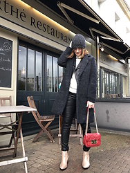 The laid-back girl Léa - The Kooples Beanie, Only Coat, Maje Biker Jacket, Mango Sweater, Moony Mood Pants, Michael Kors Bag, Betty London Boots - Waxed pants and golden boots