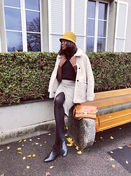 PAMELA - Mango Shearling Teddy Coat, H&M Tartan Pencil Skirt, Zara Bucket Hat, La Redoute Black Leather Chelsea Boots - Autumnal Tones