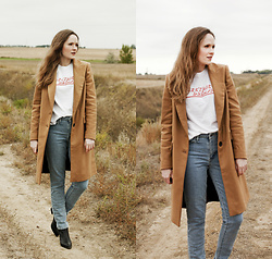 Emily S. - Urban Outfitters Graphic Tee, Levi's® 721 Jeans, Marc Fisher Booties, Zara Trench Coat - Electric Dreams