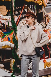 Ani Łatyńska - H&M Wool Sweater, Asos Check Pants, Parfois Chain Bag -  Christmas market vibes 🎠
