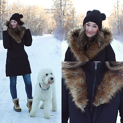 Taylor Doucette - Mackage Winter Fur Parka, Citizens Of Humanity Skinny Jeans, Bp Fur Pom Pom Beanie, Sorel Winter Snow Boots - Walking Away - HAIM