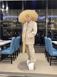 Rafa Concepcion - Boading Sean Hats 25cm Straw Hat, Feather Ear Cuffs, Nude Blazer, El Rafa Diy Long Fringe Bag, Nude Pants, White Heelless Shoes - Nudity