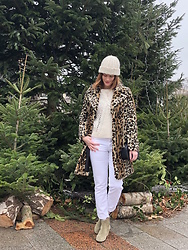 The laid-back girl Léa - Mango Leopard Coat, Mango Sweater, Diesel White Jeans, Sézane Bag, Isabel Marant Boots - White jeans and leopard coat