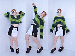 Suzi West - Mypartyshirt.Com Kurt Cobain Sunglasses, Suzi West Model Alien Earrings, Evolution Not Revolution 1990s Muppet Sweater, Mgr 1990s Rave Skirt, Volatile Platform Mary Jane Sneakers - 10 April 2018