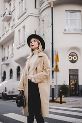 Ani Łatyńska - Chic Wish Check Coat, Chic Wish Sweater In Almond, Parfois Chasing Bag, Escada Clip On Earrings - Vanilla coat
