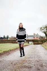 Daniella Robins - Topshop Knit, Dr. Martens Boots - The Three Ways Of Dressing Through PregnancyKni