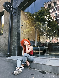 Vladyslava Kozachyshche - Forever 21 Top, Bershka Jeans, Adidas Sneakers - Curly Sue