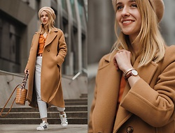 Anna Pogribnyak -  - Beige coat and white jeans outfit styling