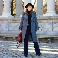 Juls Theulifestyle -  - Boot cut jeans and checkered coat