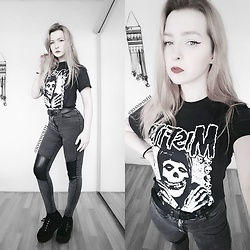Joan Wolfie - 80stees T Shirt, H&M Jeans - The Misfits // Joan Wolfie