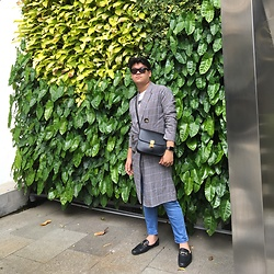 Axel Lewi - H&M Sunnies, Zara Checkered Coat, Céline Box Bag In Black, Pull & Bear Jeans, River Island Slippers - Going Minimal