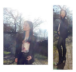 Nowaki Selenocosmia - Black Legging, Bershka Flower Top - Going to work