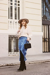 Juls Theulifestyle - Zara Blue Skirt, Larone Laringe Bag, Chicwish Beige Jumper, Forever 21 Beige Hat, Zara Black Boots - The dotted blue skirt