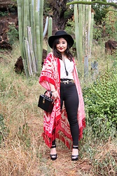 "Kristen Tanabe - Free People Kimono, Leith Tank Top, Topshop Black High Waisted ""Joni"" Jeans, Steve Madden Platform Heels, Madewell Black Felt Hat, Forever 21 Boxy Clutch, Vintage Gold Horse Chain Belt - Tapestry & Tassels"