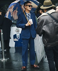 SHOCK LIN - Prada Oxfords, Balenciaga Band, Toliet Paper Magazine Umbrella, Hermès Scarf, Ray Ban Sunglasses - GQ LOOKS