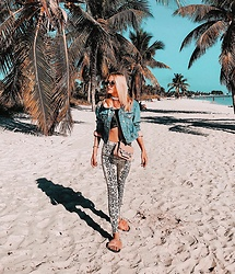 Laura Simon - Zara Snake Print, Vero Moda Fur Sliders, Furla Rose Bag, Topshop Denim Jacket With Faux Fur Details - Snake print under the Palm Trees