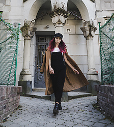 Valeria Chizhova - Pushka T Shirt, Asos Overalls, Camel Coat - What to wear for a trip on leraseyo.blogspot.com