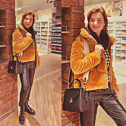 Natasha Karpova - Koton Velvet Yellow Jacket, Leather Trousers, Hiker Boots, Mango Bag, Houndstooth Sweater, Hearts Earrings - GASTRONOMIC STORIES