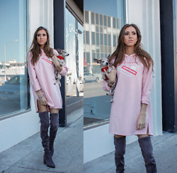 Jenny Mehlmann - H&M Pink Sweatshirt Dress, Aldo Grey Suede Over The Knee Boots - COZY IN PINK // @thehungarianbrunette