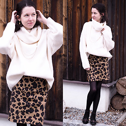 Claire H - Golden Dainty Necklace, H&M Sweater, Lyvem Leo Printed Skirt Tiga - Sophisticated and crisp