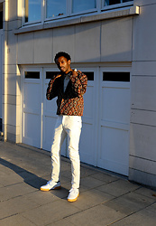 Jon The Gold - Anerkjendt Aztec Print Jacket, Mango White Pants, Reebok White Sneakers - Aztec Print Jacket