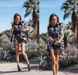 Jenny Mehlmann - Forever 21 Poncho, Zara Destroyed Denim Shorts, Guess Leather Cutout Sandals, Forever 21 Tiger Face Tank Top - COUNTRY FEST IN PALM SPRINGS // thehungarianbrunette.com