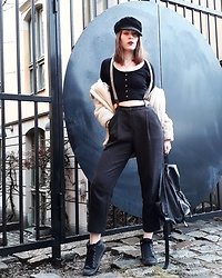 Natalie Persson - Monki Dressy Tapered Trousers - Old school