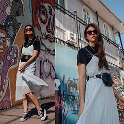 Jacky - Vila Dress, & Other Stories T Shirt, Chimi Eyewear Sunglasses, Bershka Belt Bag, Converse Sneaker - Blue dress casual styled in Costa Rica