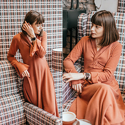 Christina&Karina Vartanovy - Chic Wish Brisk And Twist Knit Dress In Red Brown, Christian Paul 35mm Black Raw Mesh Watches - Christina // otherside