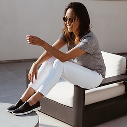 Courtney Y - Naturalizer Black Slip On Loafers, J Brand White Crop Jeans, Uniqlo Grey V Neck Tshirt - Get-Shit-Done Look