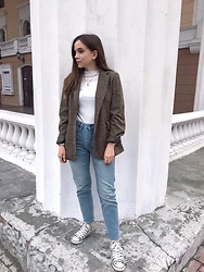 Kristina E. - Converse Trainers, Stradivarius Jeans, Shein Long Sleeve Top, Zara Jacket - Instagram @chrismayty