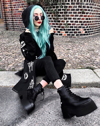 Kimi Peri - Naked Wolfe England Platform Boots, The Ragged Priest Minnie Skinny Jean, Choker, Donalovehair Blue Hair, Vii & Co. Round Glasses, Drop Dead Westeros Jacket - Game of Thrones