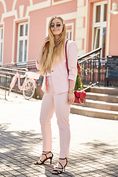 Marta Caban - Zerouv Glasses, Orsay Pants, Orsay Jacket, Orsay Bag, Orsay Shoes - PASTEL