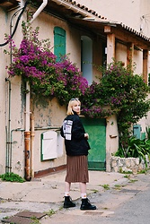 Maria Joanna - Dr. Martens Dr, H&M Fire Socks, Pull & Bear Dress, Alexander Wang Jacket - St marguerite