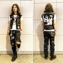 @KiD - Diy Vest, The Swankys Who Killed Felix, Crust Pants, Vivienne Westwood Cigarette Case, George Cox Rubber Sole, Nonsensical Sid Leather Bracelets - JapaneseTrash511