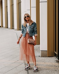 Laura Simon - Furla Rose Bag, Balenciaga Triple S, Zara Rose Skirt, Topshop Denim Jacket - Fashion Week calling 💃🏻