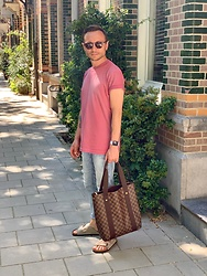 Marcin - Tom Ford Sunglasses, Diesel T Shirt, Louis Vuitton Bag, Zara Jeans, Birkenstock Shoes - Pink